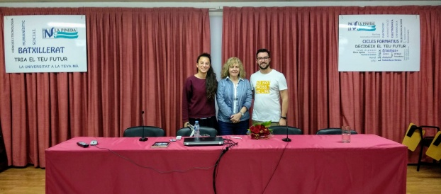 L'escriptora Maria Carme Roca visita La Pineda